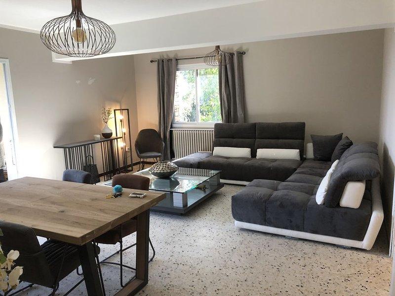 Appartement plain-pied dans villa avec jardin et terrasse vue mer, holiday rental in La Porta