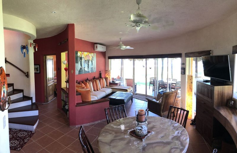 Luxury Beachfront Villa, Unobstructed Ocean Views, Sunsets & Infinity Pool, holiday rental in Playa Blanca