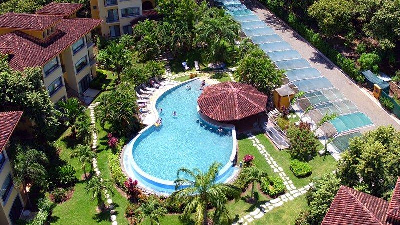 Safe Secure Oaks Luxury Condo Minutes from Tamarindo, Playa Grande, Flamingo,, aluguéis de temporada em Matapalo