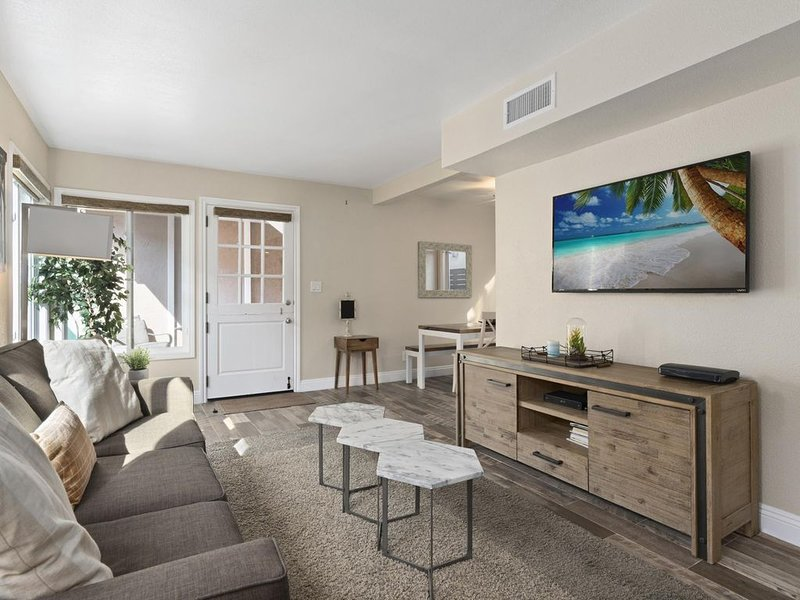 Popular Newport Dream Vacation Home - Rear Downstairs Unit With AC!, vacation rental in Newport Beach