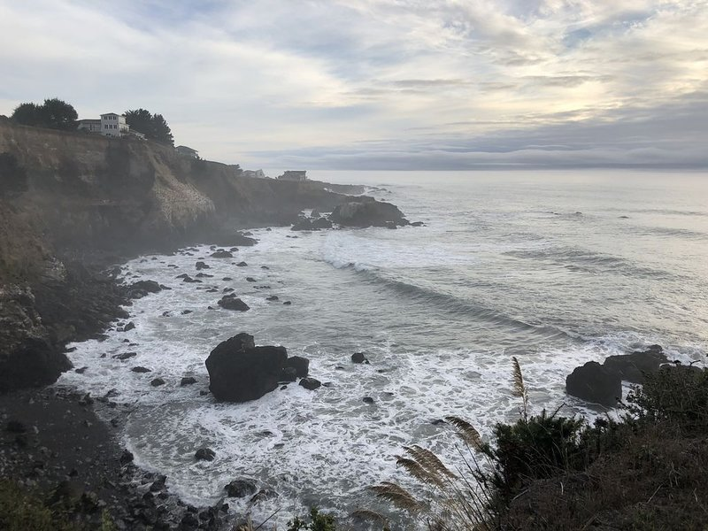 The Castle Inn of the Lost Coast -The Knight Suite #1, holiday rental in Shelter Cove