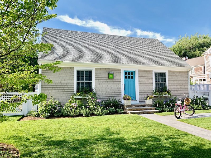 Newly-Renovated Marion Village Cape--Quick Walk to Beach! Awesome Space!, casa vacanza a New Bedford