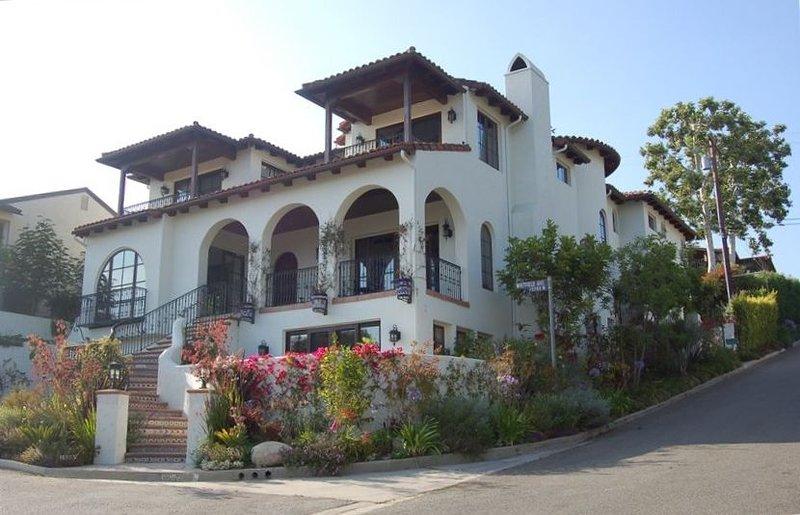 Ocean Views - Walk to Village - Minutes to Beach!, vacation rental in Santa Monica