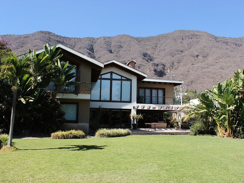 BEAUTIFUL HOUSE WITH VIEW OF THE CHAPALA LAKE, location de vacances à San Juan Cosala