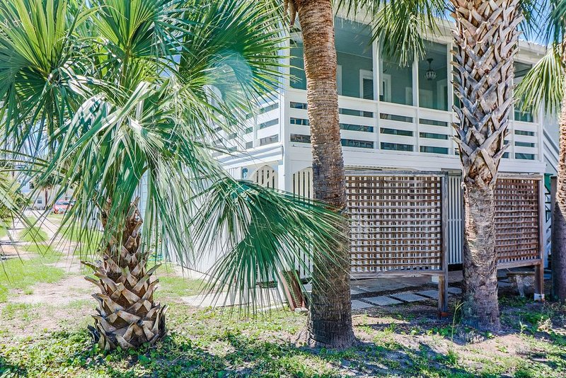 Charming Restored 1930 's Coastal Cottage by designer Elizabeth Demos, location de vacances à Wilmington Island