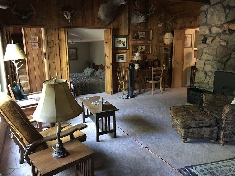 2 Bedroom 2 Bathroom Mountain Cabin in the Trees, vacation rental in Sierra City