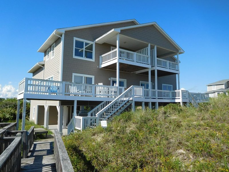 Bring the whole family!  Large open floor plan oceanfront home~pet friendly, too, holiday rental in Cedar Point