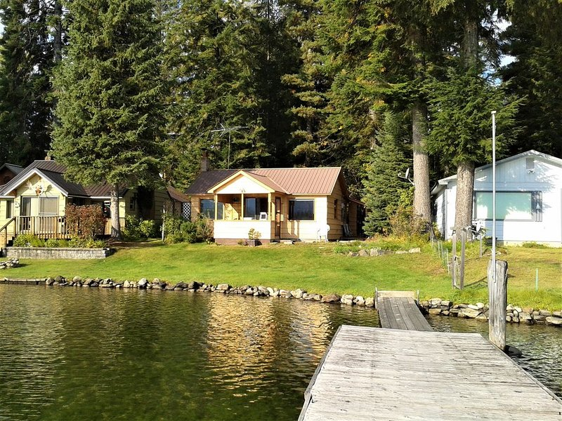 Booked for 2020. Priest Lake Waterfront Cabin with Great View, alquiler de vacaciones en Luby Bay