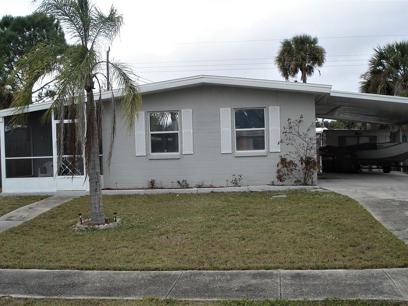 Great for a family 2 to 4 people 2 bedrooms 1 bath home in North Port., vakantiewoning in Warm Mineral Springs