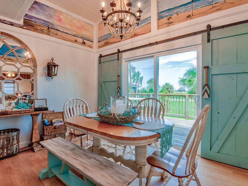 Family-friendly, 3 Bed/2 Bath, Cozy beach house w/ Coastal Charm, location de vacances à Freeport