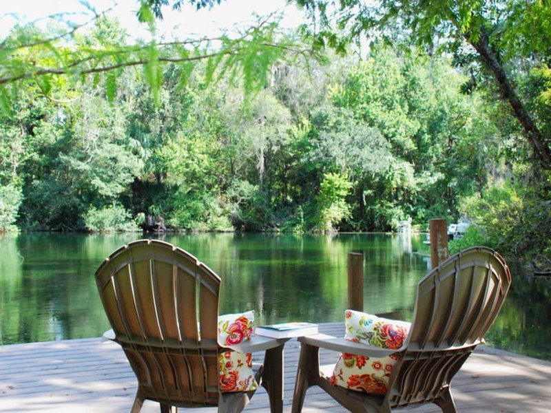 Brand New Home Directly on the Tranquil Waters of the Rainbow River – semesterbostad i Dunnellon