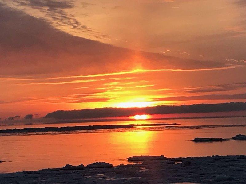 Lakefront Hideaway with Magnificent Sunrises and Private Shoreline., aluguéis de temporada em Forestville