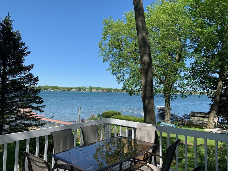 ND GAME DAY EAGLE LAKE FRONT with best views of the lake and sandy beach, casa vacanza a Middlebury