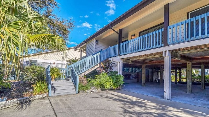 LUXURY WATERFRONT OASIS! MINUTES FROM BEACHES, DOWNTOWN TAMPA, MORE!, location de vacances à Tampa