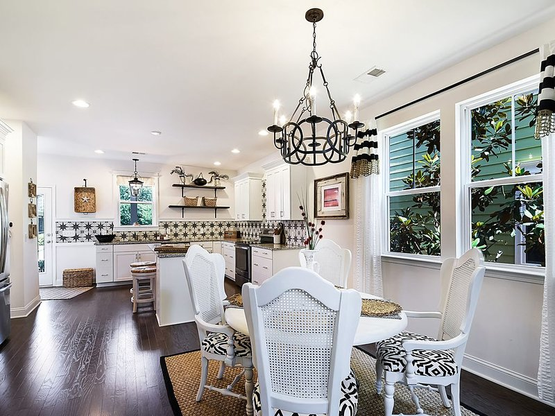 Promenade Location ! Beautiful Townhouse in Old Town Bluffton!!!, holiday rental in Hardeeville