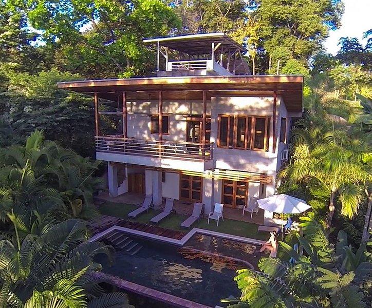 Casa Mirador-4 Bd with/Pool and Ocean view, alquiler de vacaciones en Mal País