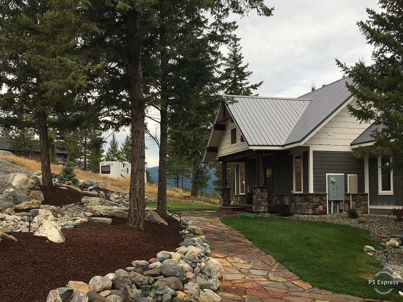 Jorgy's Lake House, Lake Koocanusa MT, holiday rental in Trego
