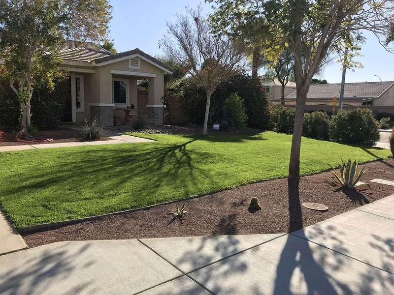 Nice Cozy Home to Stay During Coachella Fest, holiday rental in Coachella