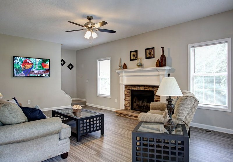 Acworth comfort! Lakepoint Baseball Complex is 9 mile drive, holiday rental in Cartersville