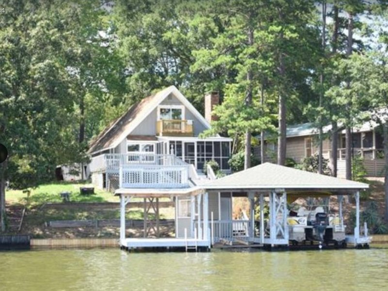 Lake Tillery Main Channel Lakefront Home, Pontoon available for rent, Albermarle, vacation rental in Badin