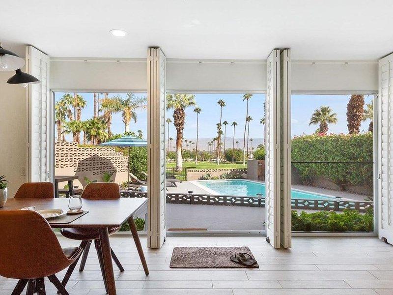 New remodeled mid-century modern luxury El Paseo golf course home, location de vacances à Palm Desert