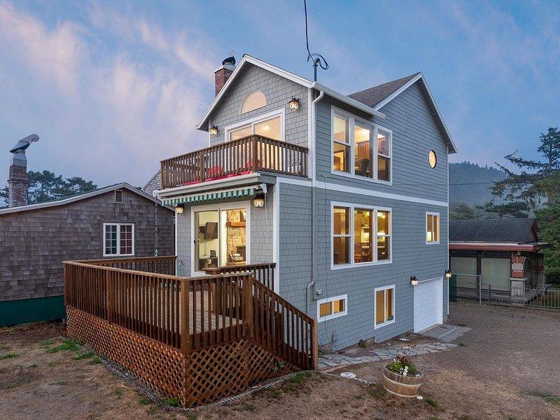 Three-level home w/ a full kitchen/ocean views/beach access across the street!, location de vacances à Neskowin