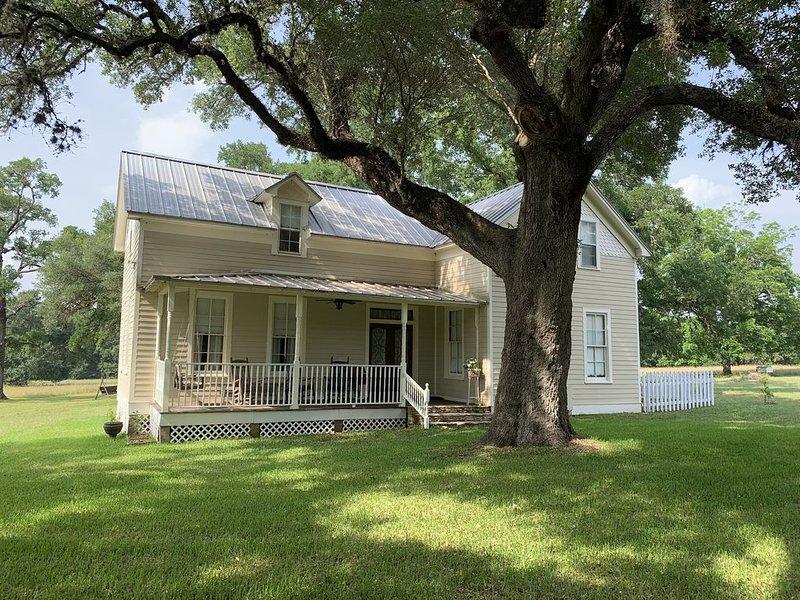 Gray Moss Farm Main House - Updated Famhouse - Perfect Location, aluguéis de temporada em Round Top