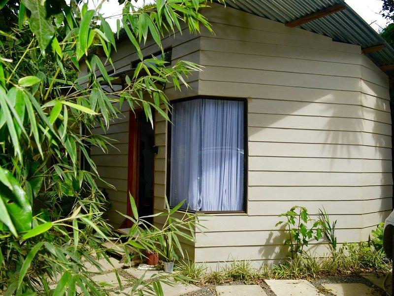 Gamaí Monteverde, apartamento full equipado, para vacaciones o trabajo, location de vacances à Miramar