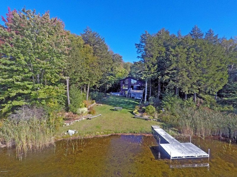 Lake house in the heart of the Berkshires, holiday rental in East Otis