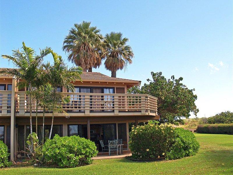 Renovated Private End Unit location with Ocean Views, aluguéis de temporada em Maunaloa