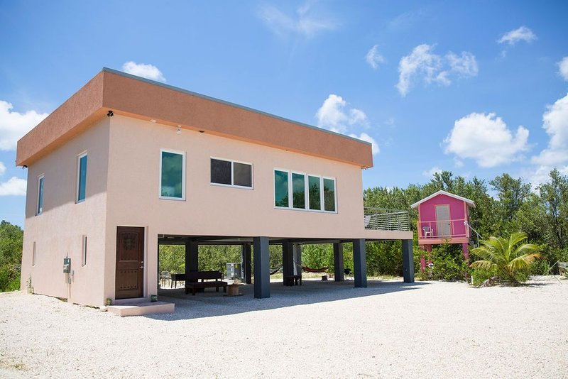 Frenchie's Haven 3 bedroom Eco Friendly House located in Frank Sound, location de vacances à Gun Bay