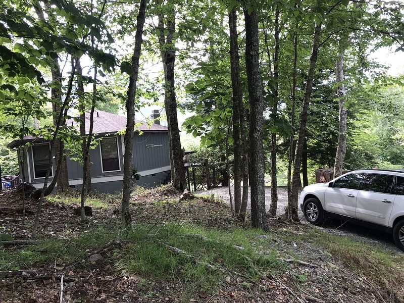 Cozy Chalet directly Across Street from Ski Slopes!!!  Hiking, Biking, Fishing, holiday rental in Beech Mountain