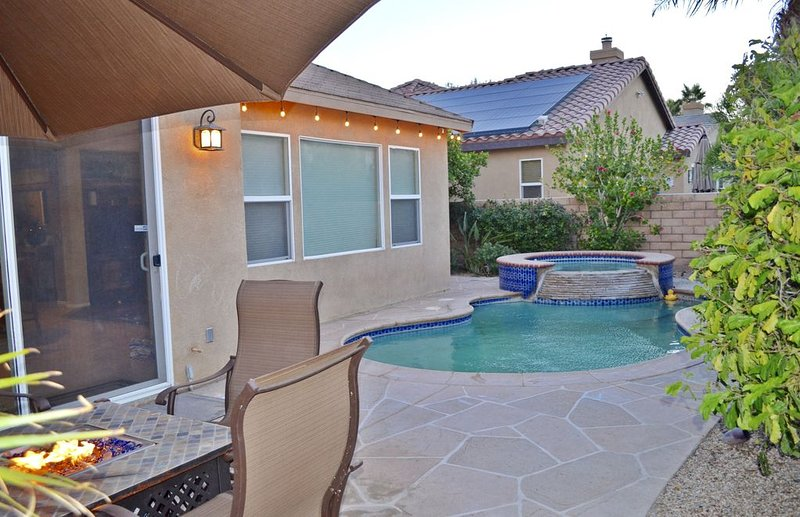 Private Pool, Gated Community, Walk to Festivals!, holiday rental in Coachella
