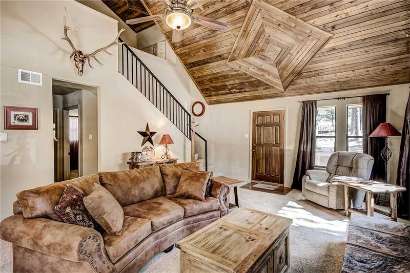 Elk Mountain House, 4 Bedrooms, Wii, Fireplace, Hot Tub, WiFi, Sleeps 8, holiday rental in Ruidoso Downs