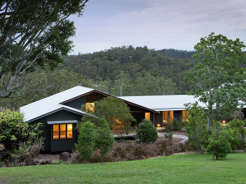 Luxurious Hideaway Retreat in Pullenvale, alquiler vacacional en Mount Glorious