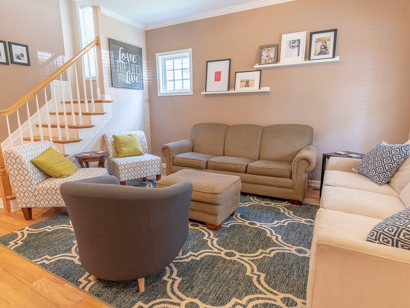 Bright, Spacious Home Perfect for Groups (5 Beds), vacation rental in Charlottesville
