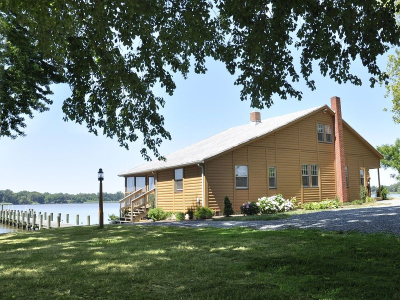 River Lodge, Casual Riverfront setting, holiday rental in Centreville