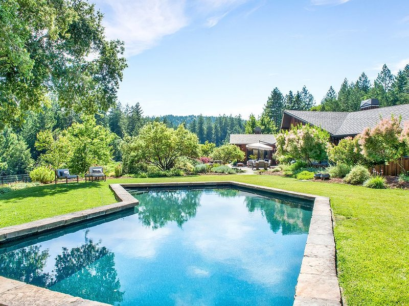 4,700 ft 4 bed & 4 bath ranch, 120 acres all to yourself with a lake and farm., vacation rental in Healdsburg