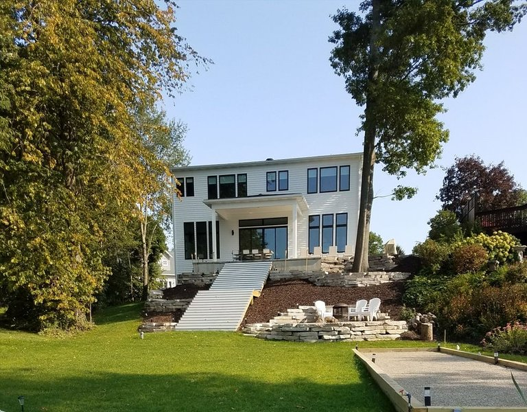 Newly constructed luxury home with 65 feet of frontage, holiday rental in Pullman