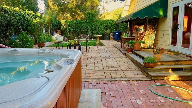Large Comfy Topanga Canyon Getaway near State Park and Pacific Ocean, vacation rental in Bell Canyon