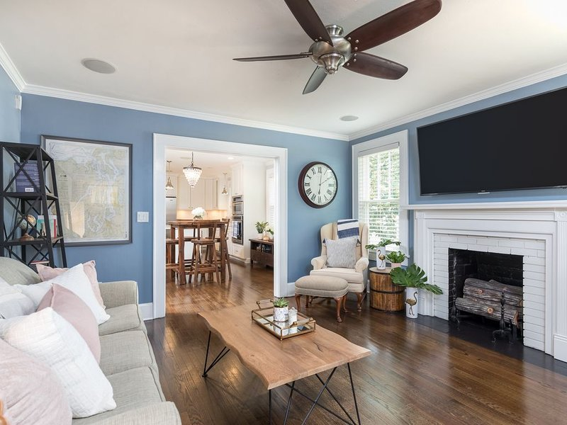 Luxury Bungalow Steps Away From Trendy Avondale & 5 Minutes to Downtown, alquiler de vacaciones en Charleston