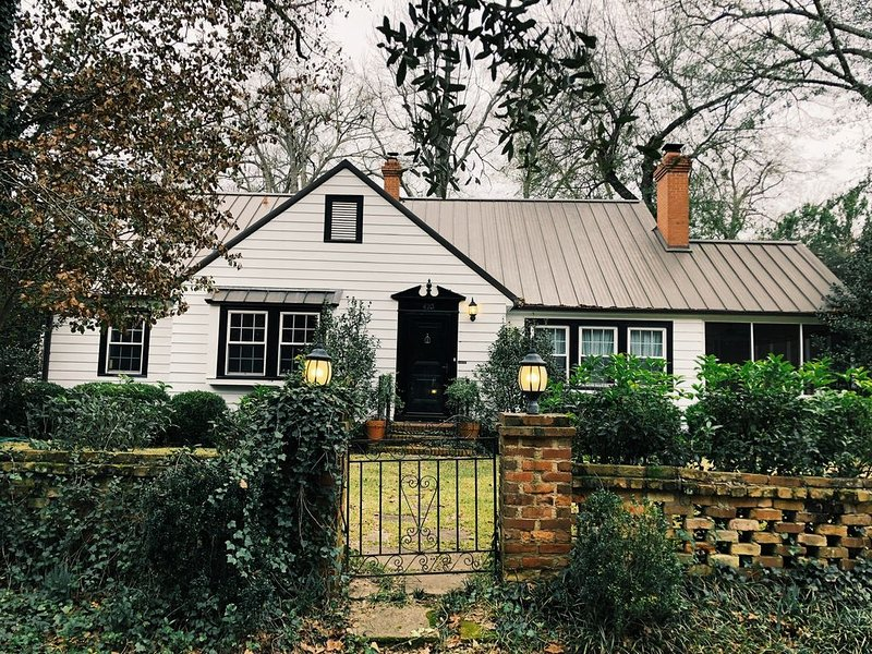 Charming Home on South Boundary in Historic District, holiday rental in Graniteville