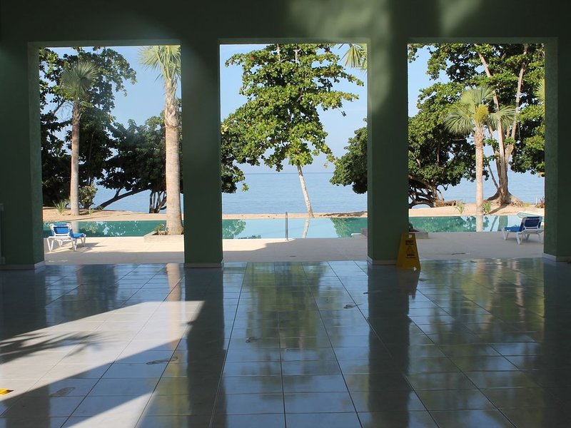 Ocean front 2 br Condo at Little Bay Country Club, Negril, holiday rental in Green Island