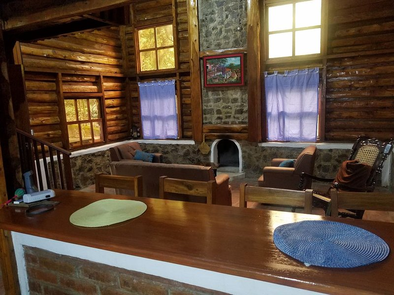 Private swiss style cabin in the mountains of Apaneca, location de vacances à Ahuachapan Department