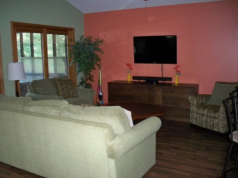 Long Lake Family Friendly House, vacation rental in Grawn