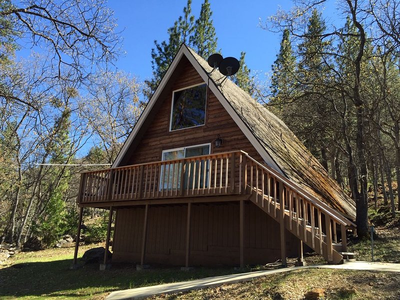 Copco Lake Cabin Retreat, holiday rental in Hornbrook