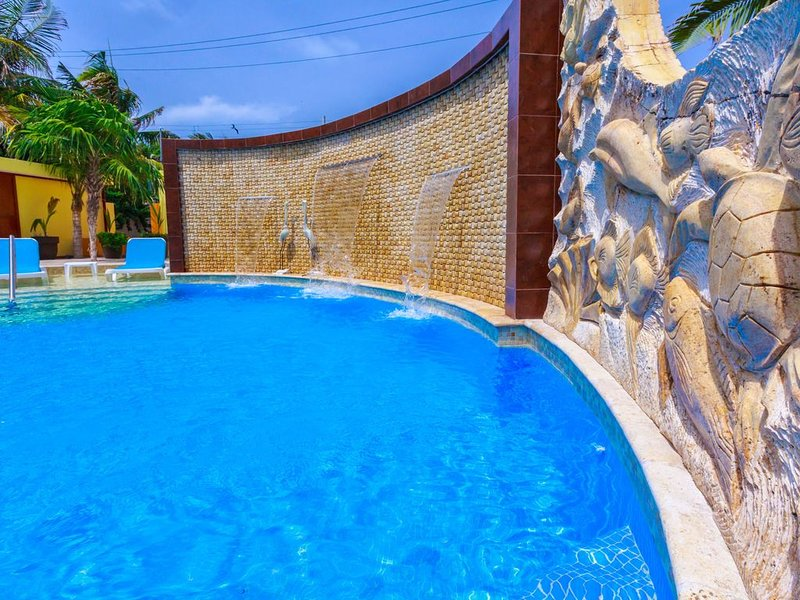 Clean, upscale, adult-only villas at Isla Retreats in a tropical oasis!, holiday rental in Playa Mujeres