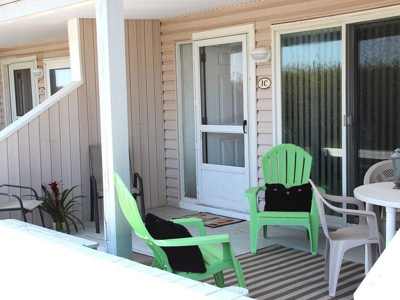 BEACHFRONT Brigantine with beach facing porch, Saturday to Saturday, holiday rental in Brigantine
