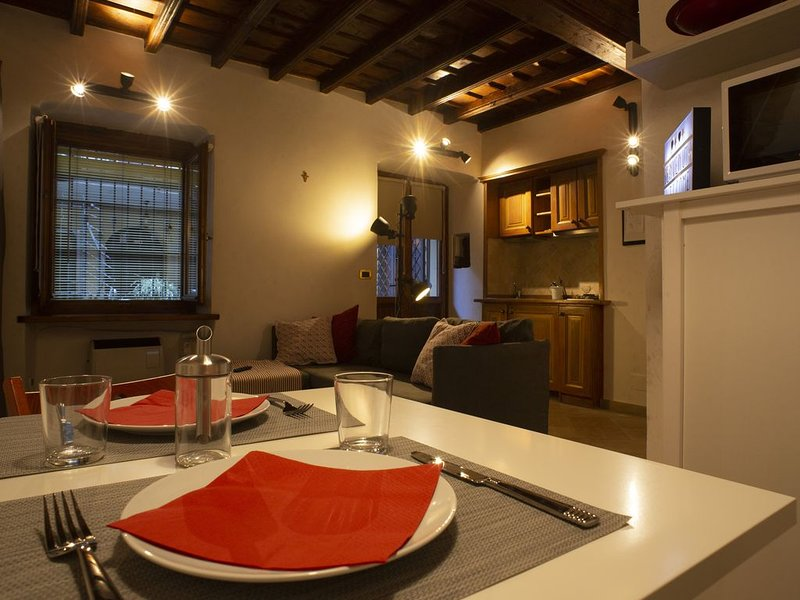 Three blocks away from Piazza Castello, cozy new studio flat with wifi and lift., vacation rental in Arignano