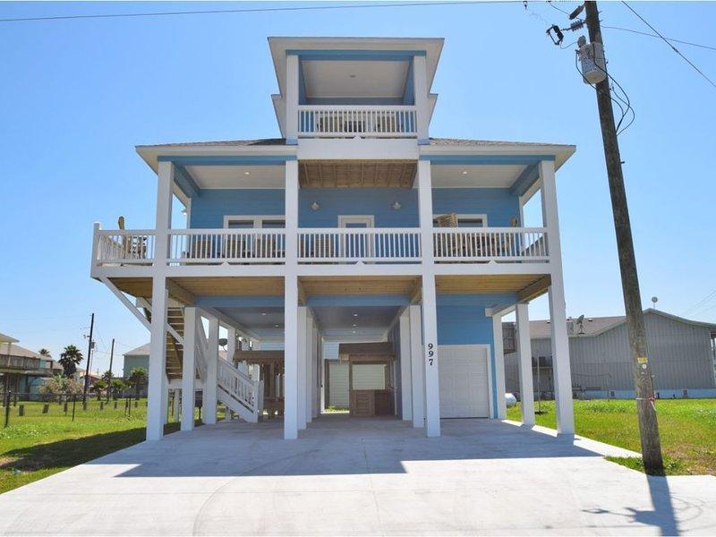Brand new (May 2019) 6 Bedroom,  5 1/2 Bath Beach House., location de vacances à Crystal Beach